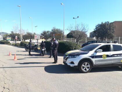 Detingut en un control de la Policia Local de Benicàssim un conductor embriac que simulava ser membre de les Forces de Seguretat