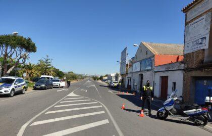 Orpesa intensifica els controls policials per a evitar desplaçaments de turistes este pont