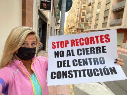 """Fabregat: """"Amparo Marco i Ximo Puig han d'obrir ja el nou consultori de Constitució. En any i mig no han llevat ni el cartell de 'Es ven' del local"""""""